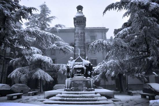 Monumento Innevato - Petralia soprana (2827 clic)