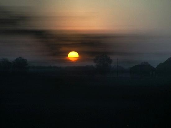 Al tramonto il sole è velato da una leggera nebbia - Vicenza (1442 clic)