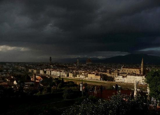 Il primo raggio di sole dopo il temporale - Firenze (2047 clic)