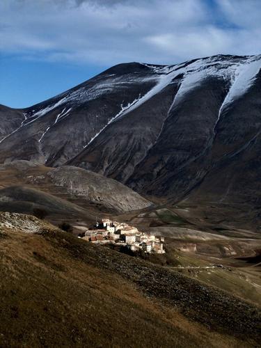 inverno insolito poca neve - Castelluccio (3244 clic)