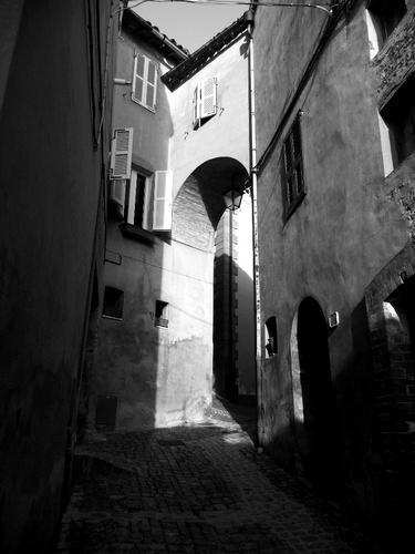 a spasso nei vicoli - Monte san martino (1810 clic)