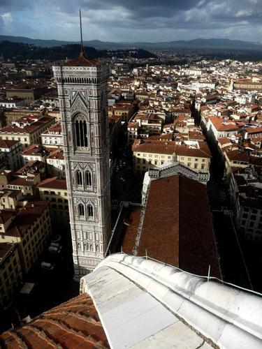 Nella stessa linea  dalla cupola del Brunelleschi al campanile di Giotto - Firenze (1878 clic)
