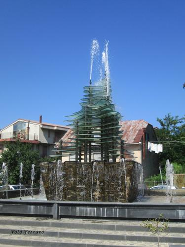 Piazza la Fontana - Gambarie (760 clic)