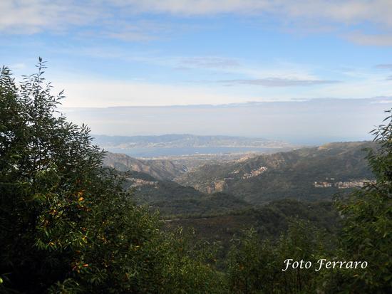 Veduta sullo Stretto da Straorino Frazione di Reggio Calabria (2243 clic)