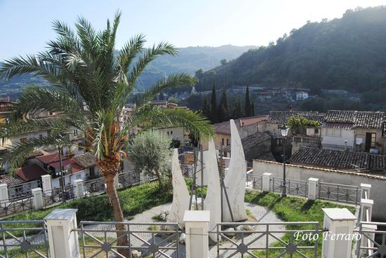 Monumento ai caduti - Mammola (2135 clic)