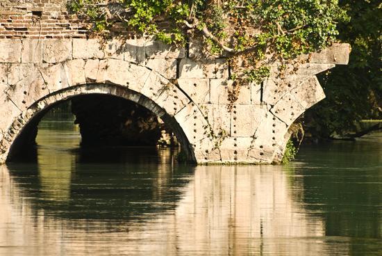 PARTICOLARE DEL PONTE VISCONTEO A BORGHETTO - Valeggio sul mincio (1318 clic)