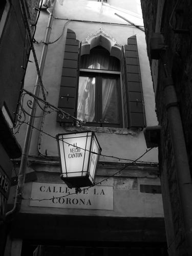 Venezia, passeggiando tra le calli... (2330 clic)