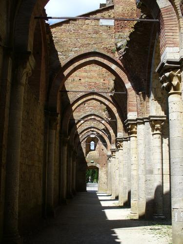 Navata laterale sinistra - San galgano (960 clic)