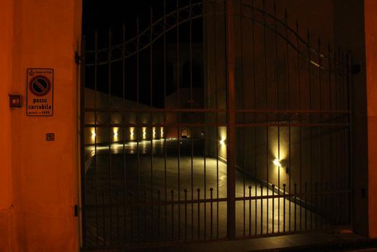 Cancello di notte - Pisa (1229 clic)