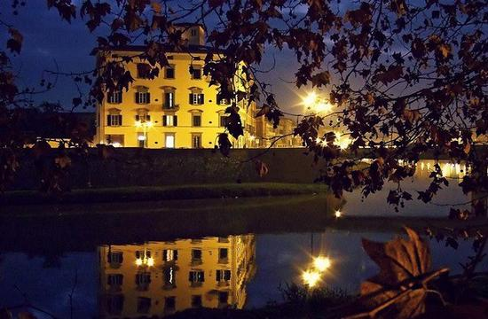 Pisa sulla sponda del fiume (5731 clic)