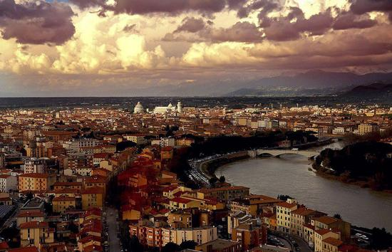 Vista aerea - Pisa (5494 clic)