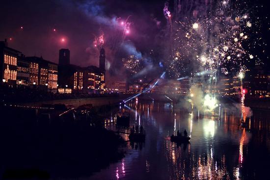 Fuochi d'artificio. - Pisa (3878 clic)