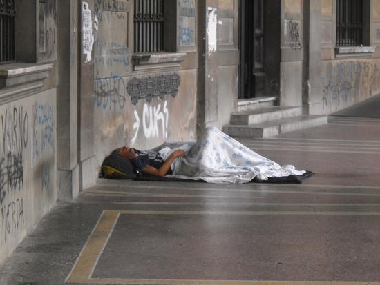 C'è chi dorme fuori... - Pisa (1058 clic)