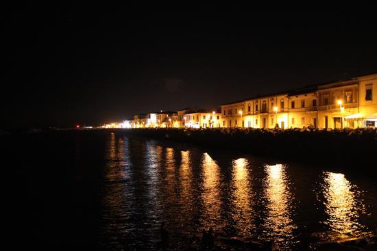 Dagli scogli a Marina - MARINA DI PISA - inserita il 04-Sep-13