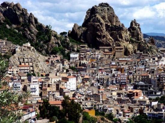 Sotto il monte - Gagliano castelferrato (4768 clic)