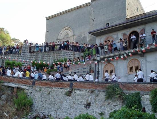 Panoramica di Savoca in festa (5258 clic)