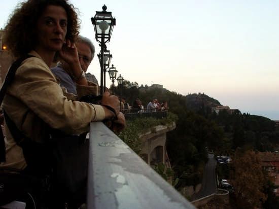 Turisti a Taormina (2914 clic)