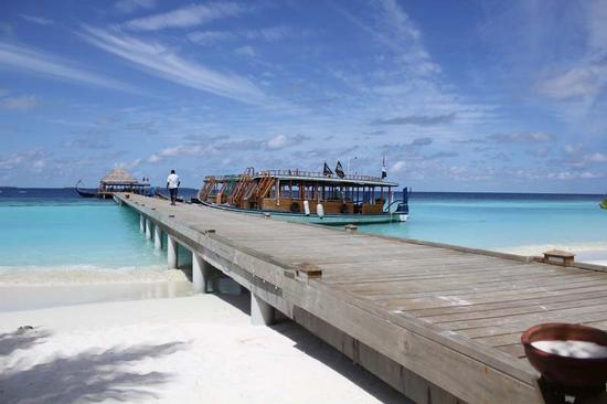 Un pontile sull'oceano indiano (373 clic)