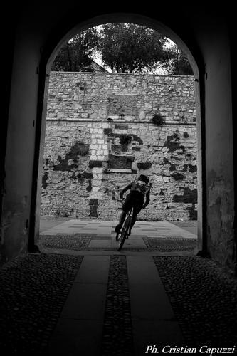 Ciclista in castello - Brescia (801 clic)