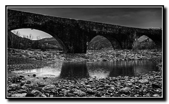 Il Ponte Vecchio, o Ponte gobbo o meglio  - Bobbio (1594 clic)
