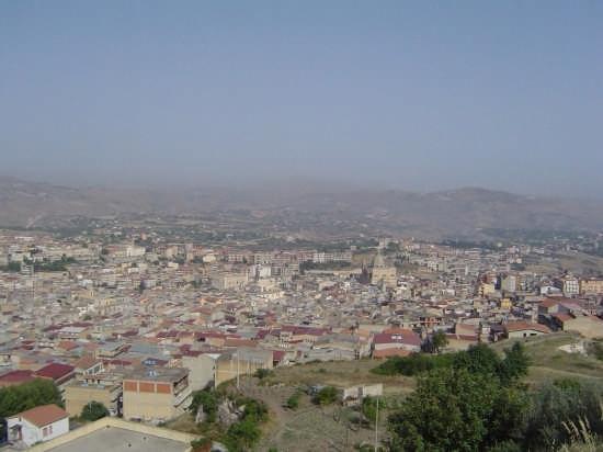 Una veduta di Favara (5081 clic)