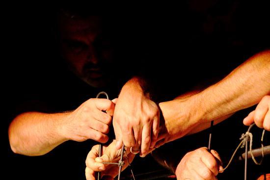Le mani... - Agrigento (1133 clic)