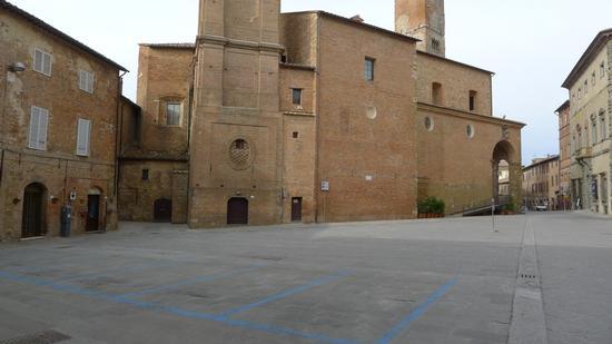 Piazza e Duomo - Città della pieve (2160 clic)