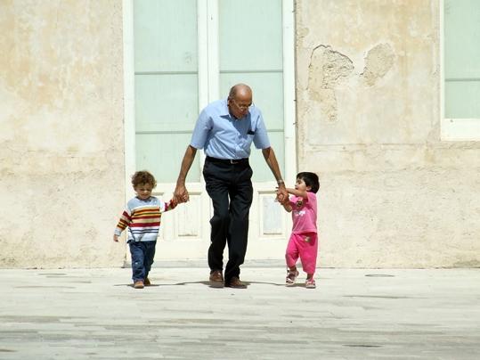 il nonno e i nipotini - DONNAFUGATA - inserita il 10-Jul-08