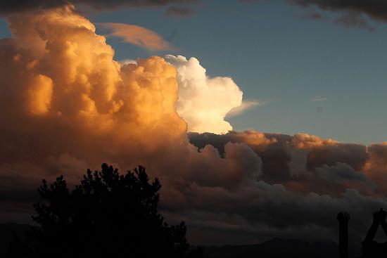 esplosione di nuvole - Collalto sabino (1145 clic)