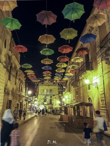 Pioggia di ombrelli - Licata (1397 clic)