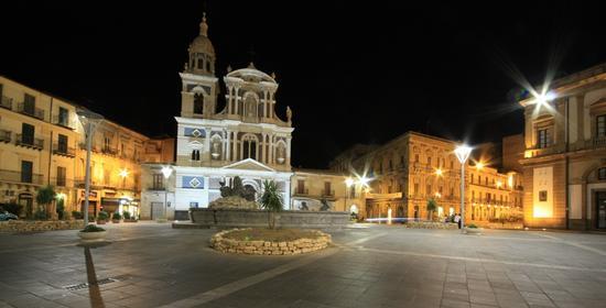 Chiesa San. Sebastiano (CALTANISSETTA) Di notte (3690 clic)