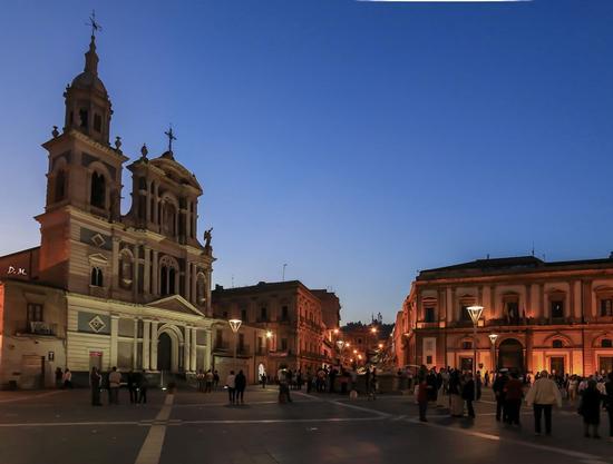 Piazza Garibaldi  - Caltanissetta (685 clic)
