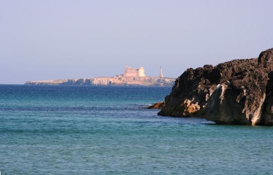 Isola di Capo Passero sullo sfondo. - Portopalo di capo passero (1914 clic)