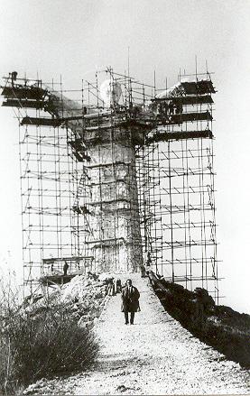 La statua del Redentore in costruzione - Maratea (2906 clic)