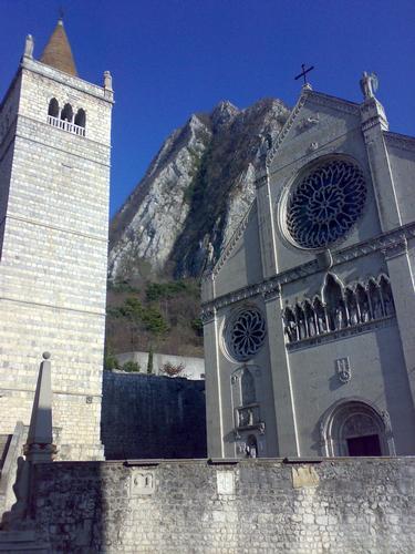 Gemona del Friuli, il duomo e il suo campanile (3304 clic)