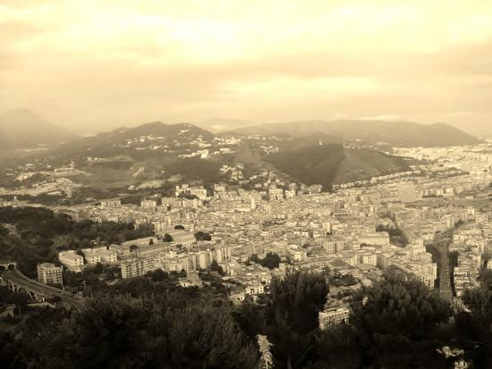 ai piedi della piramide - Salerno (1382 clic)