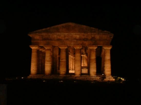 Scavi archeologici di Paestum (3839 clic)