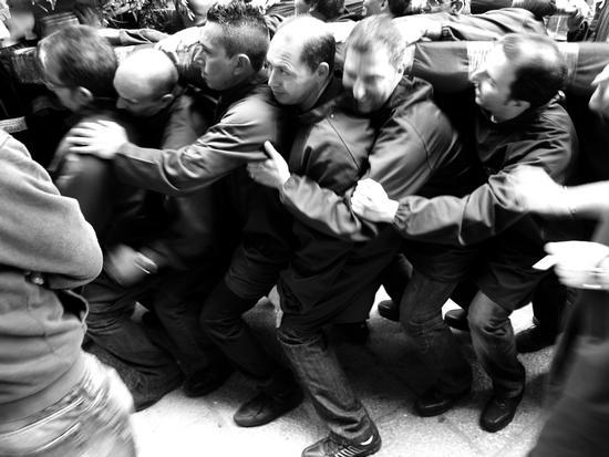 Trapani:la processione del Venerdi' Santo.PORTATORI (2507 clic)
