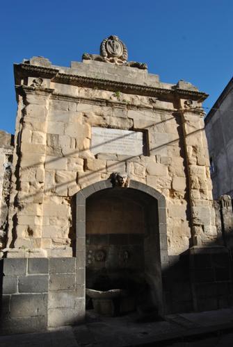 fontana del vecchio mercato ittico - Militello in val di catania (2083 clic)