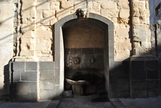 fontana del vecchio mercato ittico - Militello in val di catania (2176 clic)