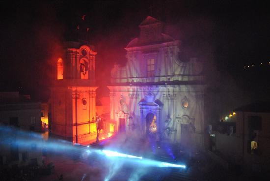 i colori rubano l'anima del campanile - MILITELLO IN VAL DI CATANIA - inserita il 13-Nov-12