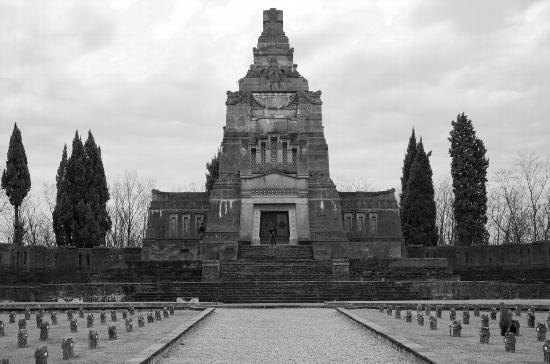 Tomba di famiglia a Crespi - Crespi d'adda (4744 clic)