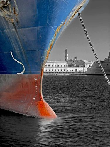 Il campanile sul porto - Bari (1042 clic)