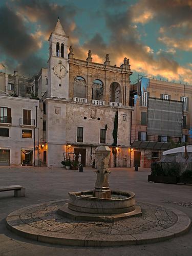 Piazza mercantile - Bari (4178 clic)