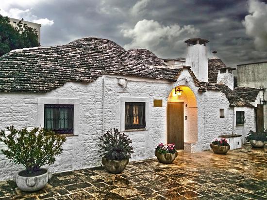 La pioggia ad Alberobello (930 clic)