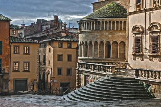 Tondi ad Arezzo (1303 clic)