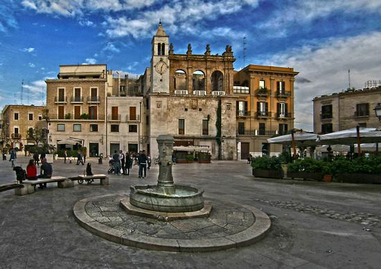 Piazza mercantile - Bari (2357 clic)