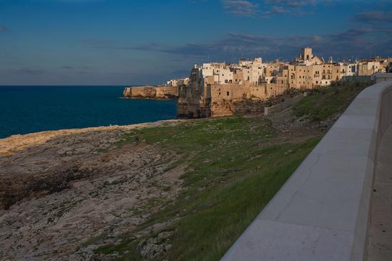 Lungomare Domenico Modugno - Polignano a mare (1040 clic)