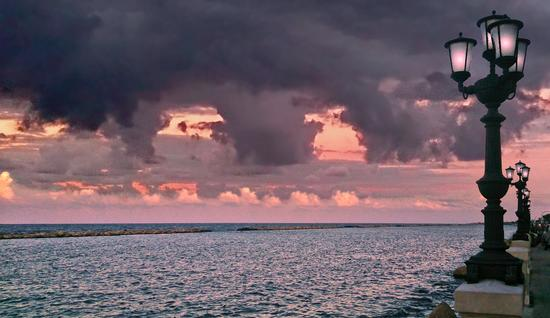 Un'alba agitata - Bari (861 clic)
