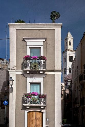 La casa torre e il campanile - Bari (636 clic)